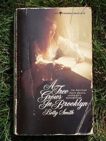 Vintage Book Cover: A Tree Grows in Brooklyn